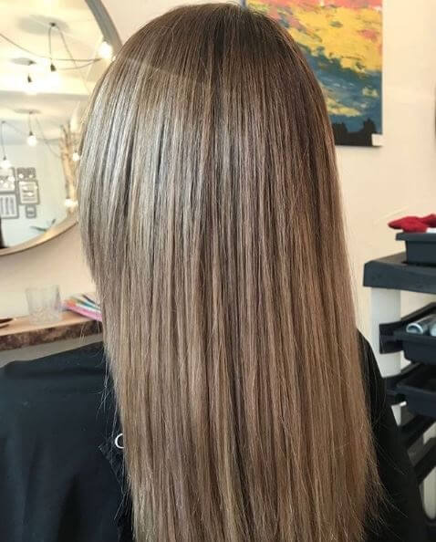 Balayge mit glatten Haaren