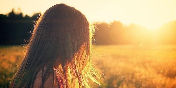 Frauenhaare im Sonnenschein